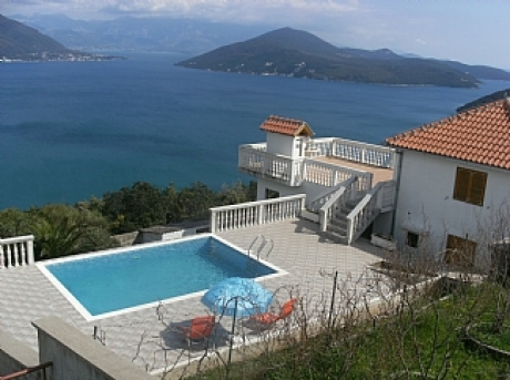 Herceg Novi 2 bedroom with pool (640x480) (0)