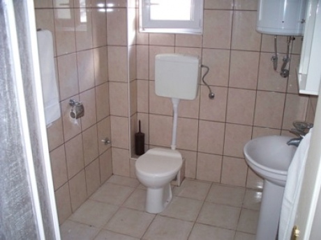 400x300 Prcanj apartment - bathroom en-suite